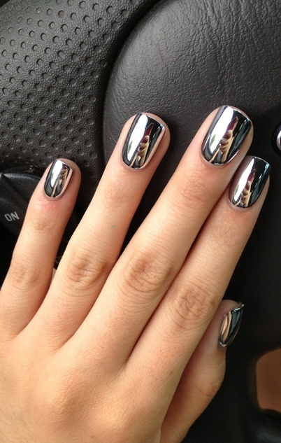 Shinny-and-glowing-nails